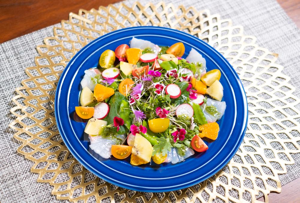 初夏におすすめ「エディブルフラワーとせとかのカルパッチョ」と「せとかドレッシングで美容系サラダ」の2つをご紹介します